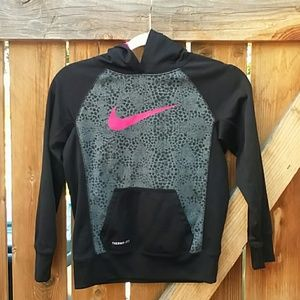 Nike therma-fit hoodie girls size medium